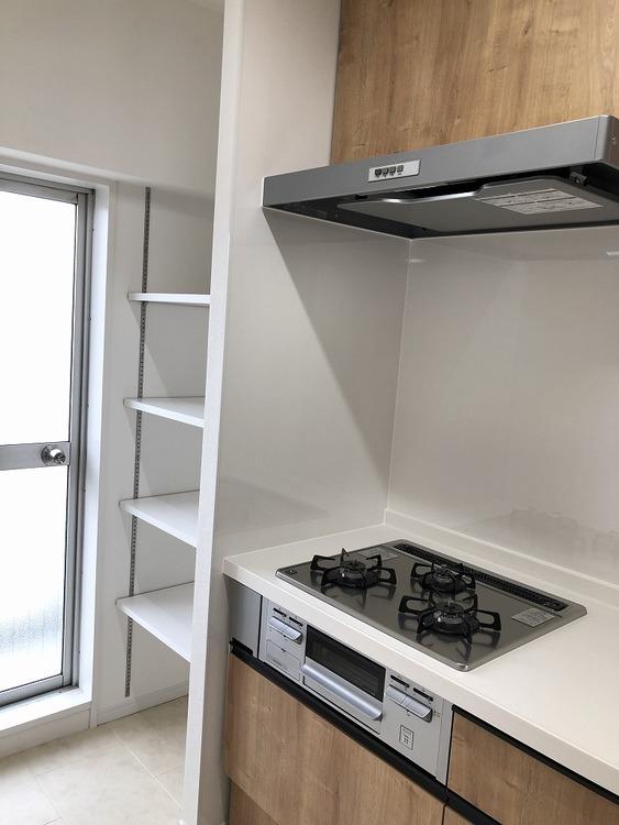 また、リビングから見えない位置にタップリ収納もあります!食品庫として、鍋やコンロ置き場として。あると嬉しい収納スペースです!