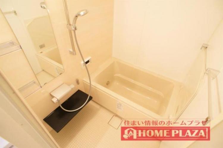 ゆったりと足を伸ばして入れる大きさの浴槽を採用!リラックスしたバスタイムをお楽しみいただけます