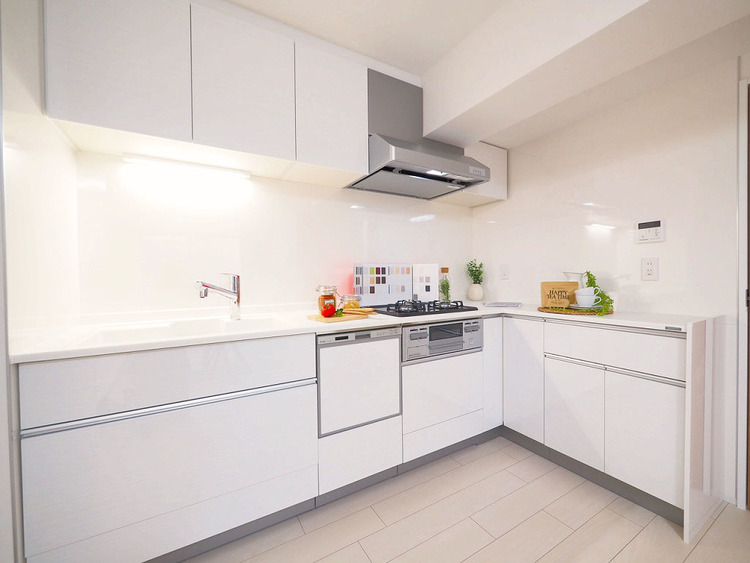 食洗機、浄水機と機能充実のシステムキッチンでお料理も楽しくなりますね