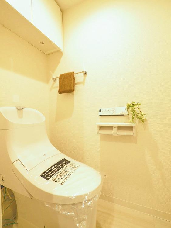 壁式リモコン洗浄機能のついたトイレ
