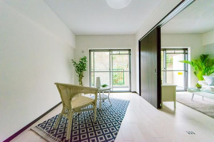 「洋室」南東向きで明るい陽射しが差し込む明るい居室