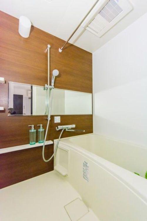 「バスルーム」浴室乾燥機付きなので、雨の日でも安心してお洗濯ができます。