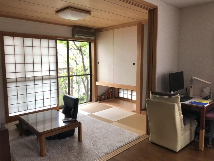 和室の襖を開けると開放的な居間となります。