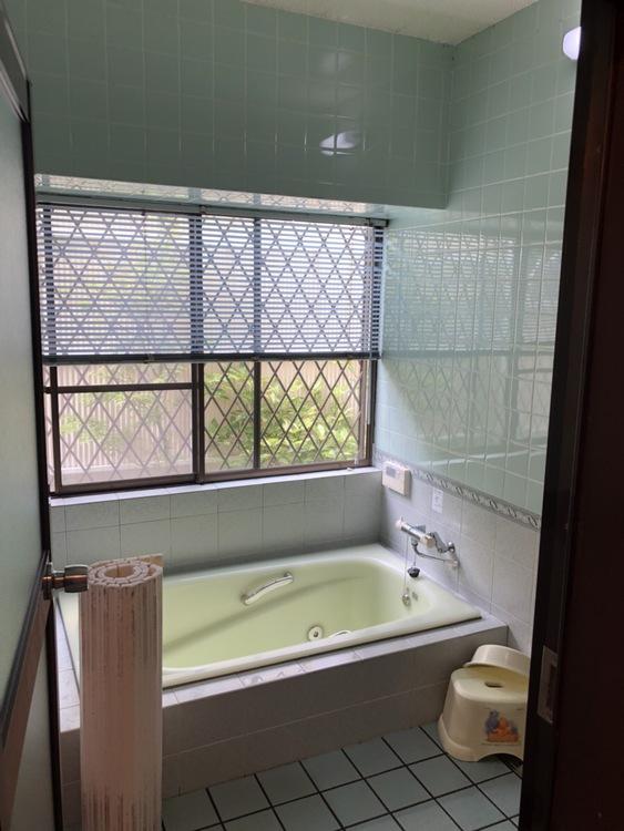 肩までゆったり浸かれる浴室です!