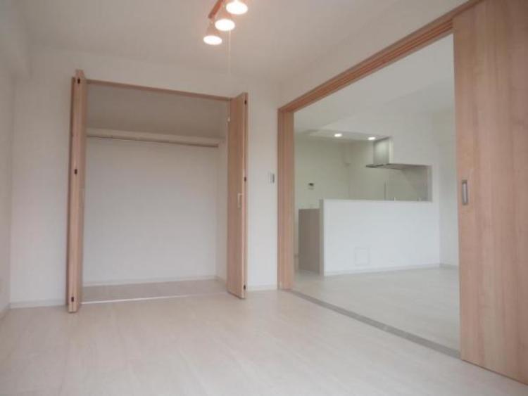 ●リビング横の洋室を開放すると約17.4帖の大空間になります!