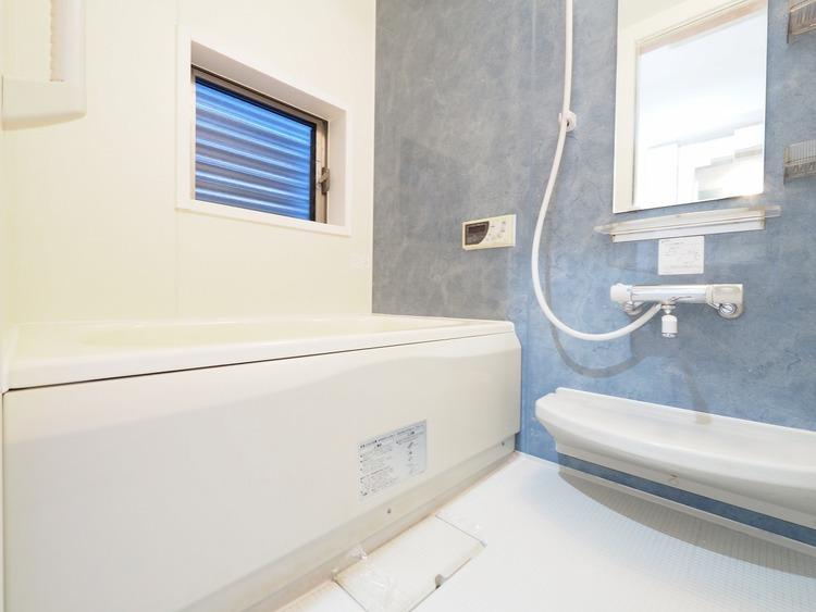 お子様と一緒にバスタイムを楽しめる広々浴室。アロマや入浴剤もいいですね。