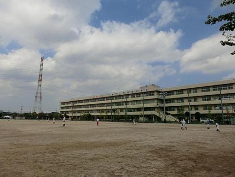 三郷市立早稲田中学校1804m