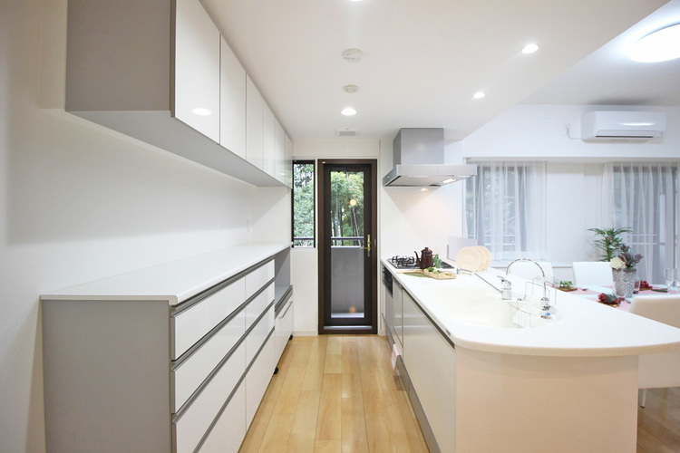 豊富な収納スペース、散らかりやすいキッチン周りもスッキリお片づけ