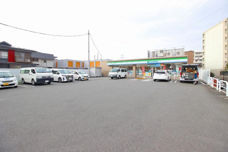 ファミリーマート横浜下田町五丁目店  距離750m