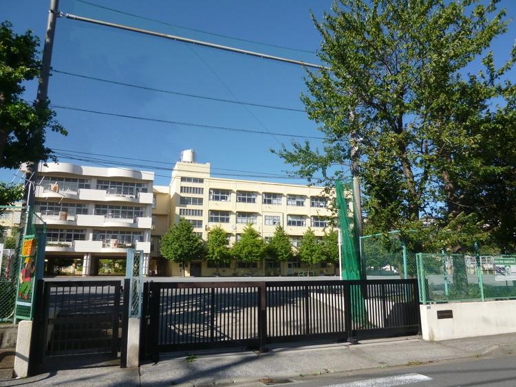 駒林小学校 距離400m
