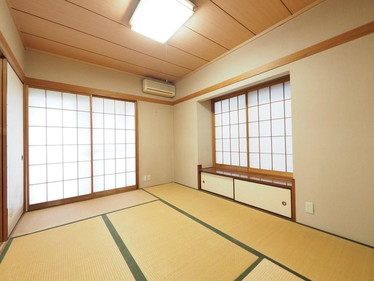 縦長リビングと和室が並ぶ間取り。和室は「気軽に横になれる」「子どもを安心して遊ばせられる」と、フローリングにはない畳の柔らかさに注目。