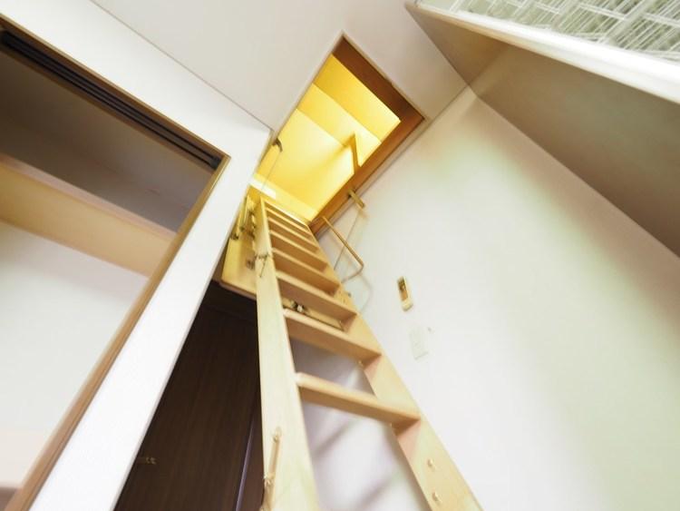 とても便利で遊び心たっぷりの小屋裏空間。大きな収納スペースとしても使える秘密基地。