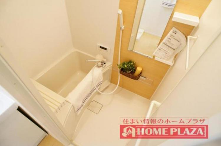 ゆったりと足を伸ばして入れる大きさの浴槽でリラックスしたバスタイムをお楽しみいただけます
