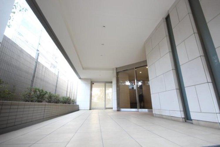 その名の通り 壁、床などのそれぞれが『美術館』のようなセンスの良さ。