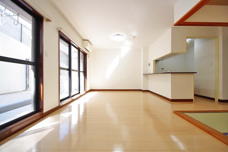キッチンからはリビング・ダイニング・和室を見渡せます