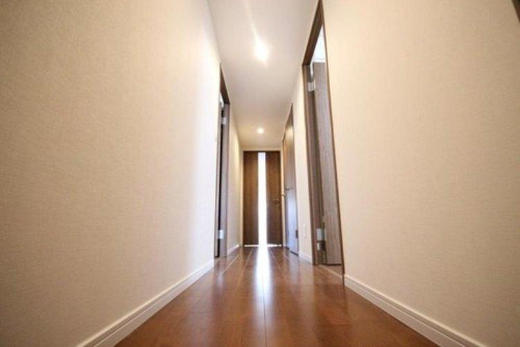 扉を開けるとリフォームされて生まれ変わった、綺麗なお部屋が広がります。