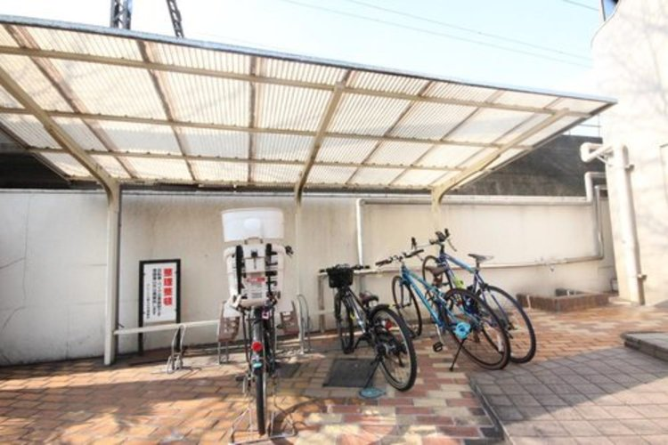 駐輪場には、バイク置き場も併設されております♪