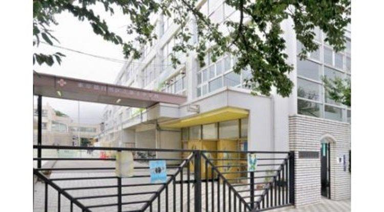 目黒区立第十中学校まで1440m。創立71周年目を迎えます。閑静な住宅街の中に位置しています。