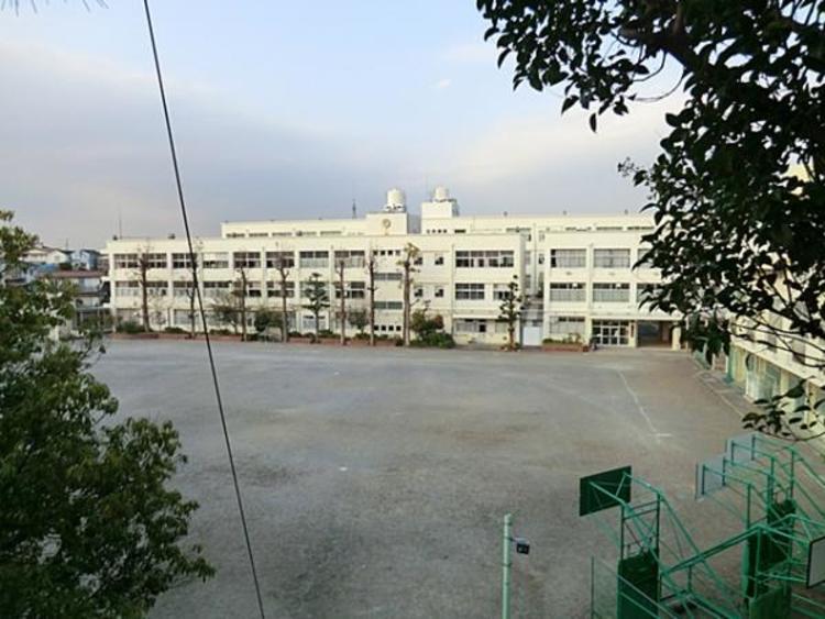 横浜市立上永谷中学校 約1500m
