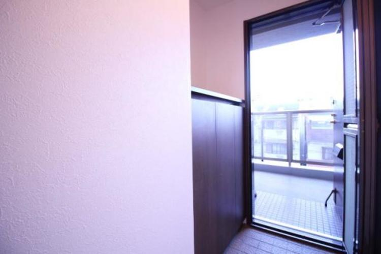 玄関と廊下の扉を開けるとお家の中に風が吹き抜けます。