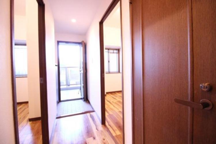 玄関入って両サイドにお部屋があるので、寝室や、子供部屋に。