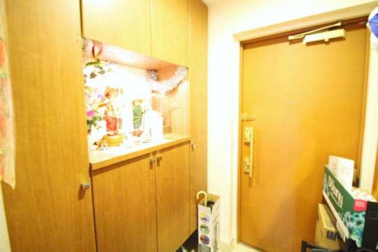 シューズボックスがある玄関。家族の履物も収納できます。