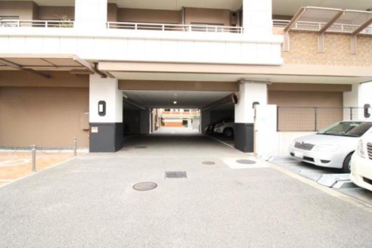 整備された駐車場スペース。現在空きはありません。