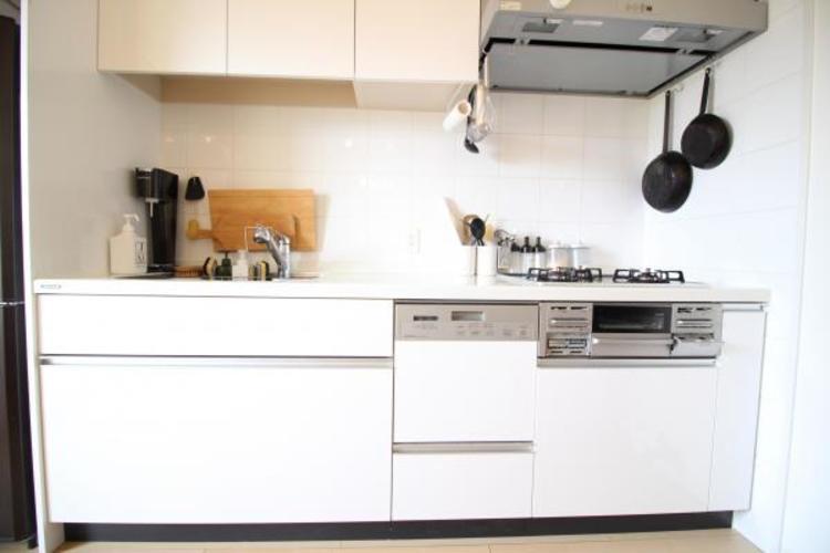 綺麗に使用された清潔感あるキッチン。