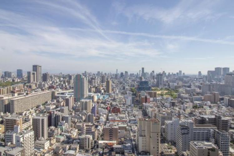 34階部分からの眺望は街を見下ろし、遠方が望めます
