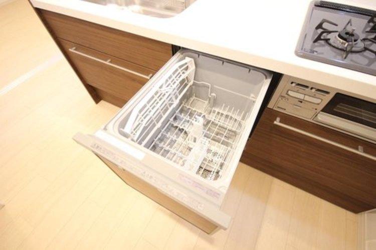 嬉しい食器洗い乾燥機を完備☆後片付けの手間を減らし、時間を有効活用できますね♪