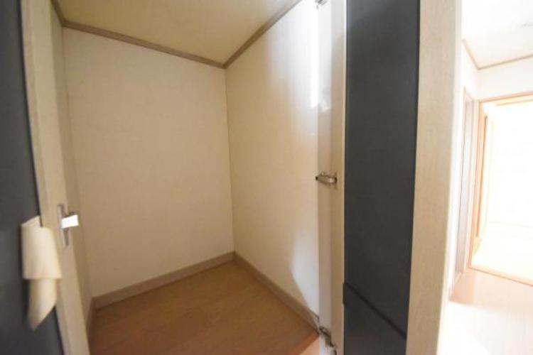 二階の廊下部分の収納庫