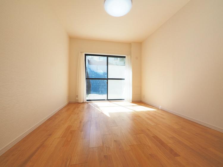 約6.1帖の洋室にもテラスがあり、陽当たり・通風良好○