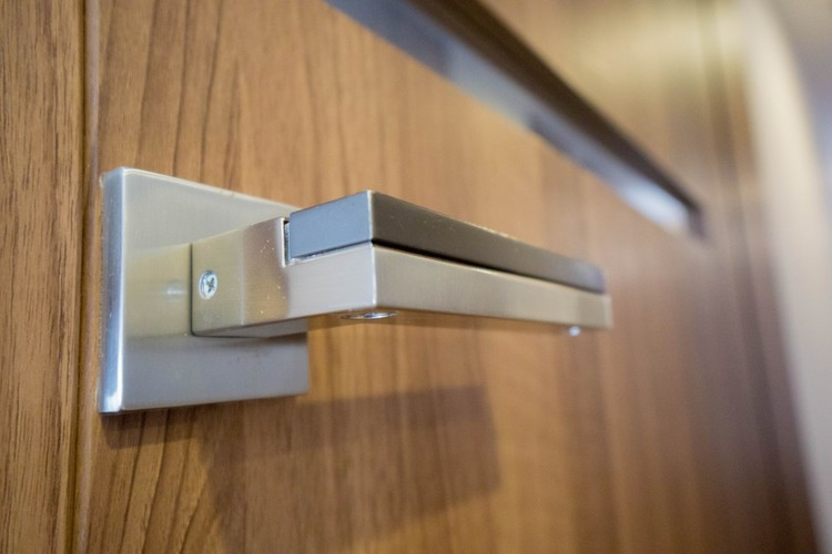 <こだわりの設備>建具枠とレバーハンドルはデザイン性に富んだものが採用されています。シンプルなデザインながら機能性にもこだわった仕様です。