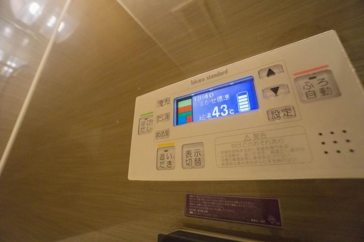 <オートバス機能>スイッチひとつでお湯張りから保温まで自動で対応します。スピーディかつ経済的な追い焚きも出来ます。