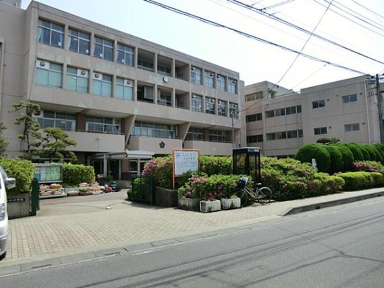 さいたま市立上小小学校 120m