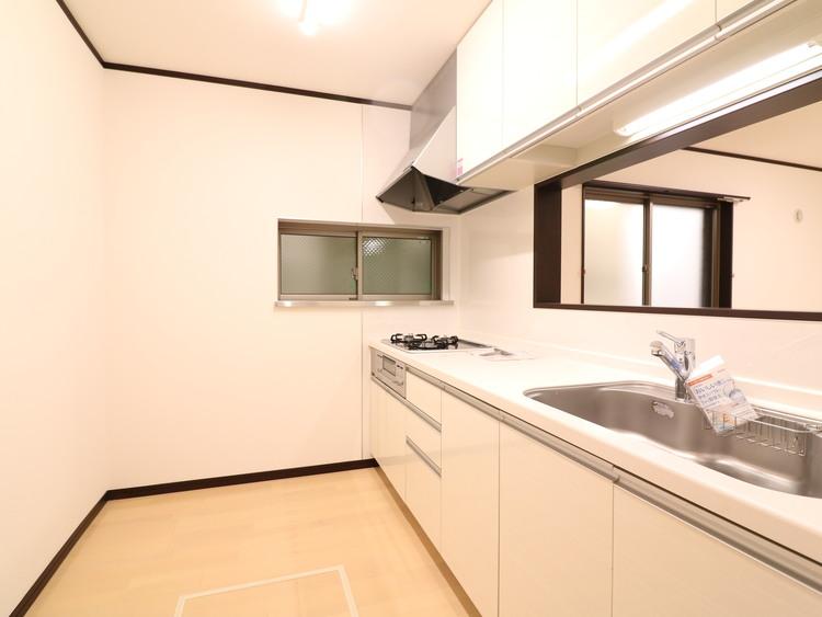 対面キッチンの幅に余裕があります。冷蔵庫・カップボードを置いても余裕がありそうですね。
