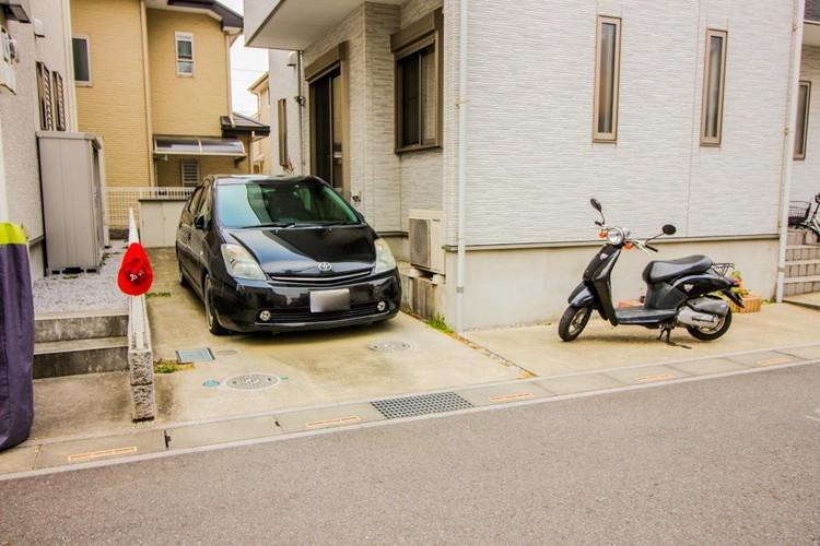 【カースペース2台可】ご自分のクルマの駐車スペースと来客用の駐車スペースが敷地内にあればとても重宝します。