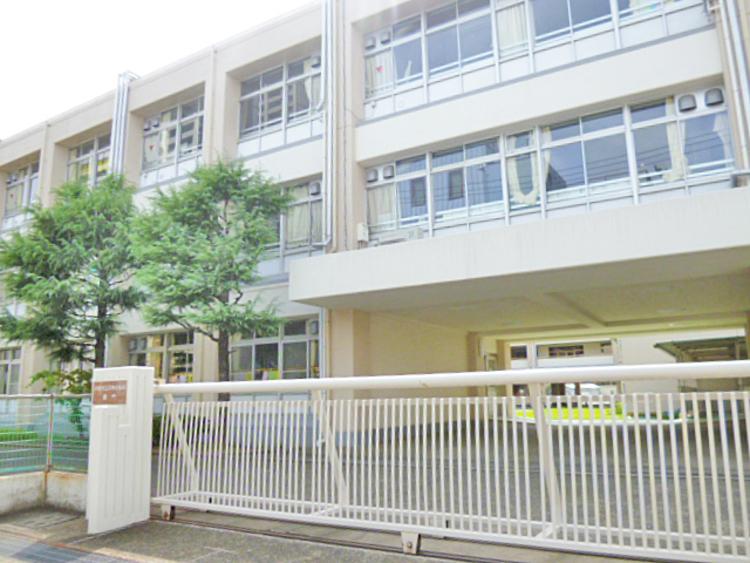 久本小学校 距離1050m