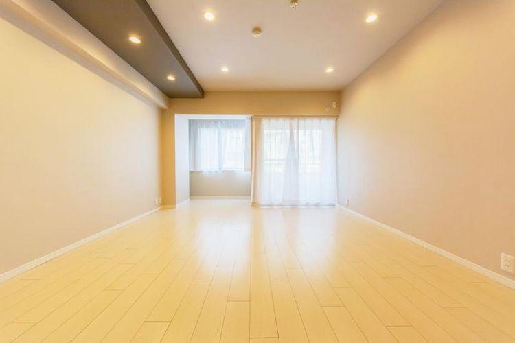 「洋室」約12.3帖 明るく開放的な居室