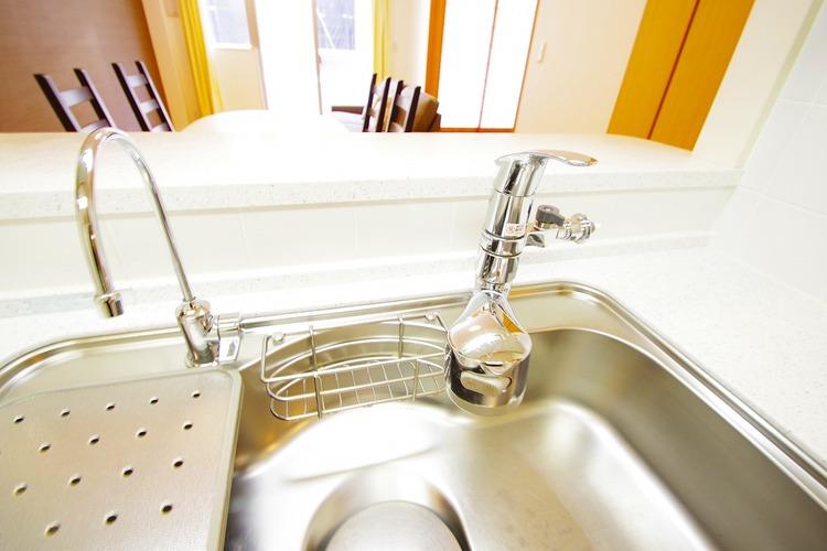 浄水機付きのシステムキッチンでお料理も楽しくなりますね