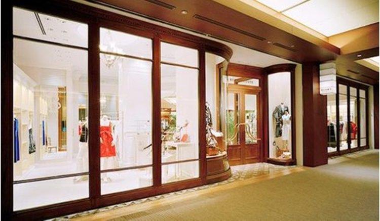 BEAMS HOUSE六本木まで501m 自分のスタイルを持ち、ファッションとライフスタイルを積極的に楽しむ大人のためのショップです。クラシックな雰囲気の落ち着いた店内では、大人こそが楽しめる商品を心