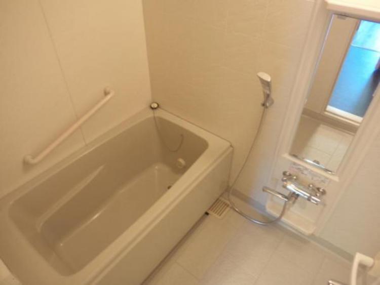 〇シンプルなデザインの浴室は一日の疲れを癒すくつろぎの空間ですね!