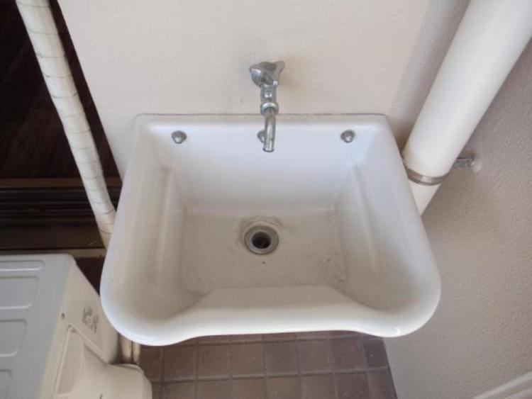 〇汚れた靴を洗ったり、お花の水やりにも便利な外水栓付きです!