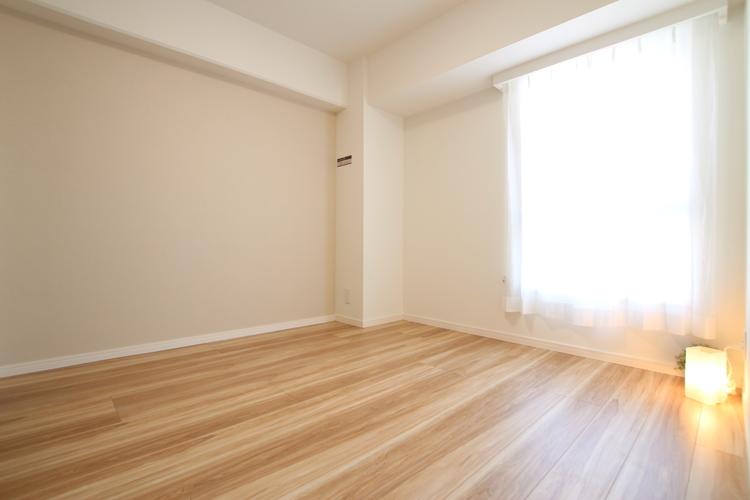 一部壁面に施したアクセントクロスがお部屋をさりげなく彩ります