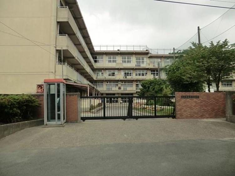松戸市立第六中学校 610m