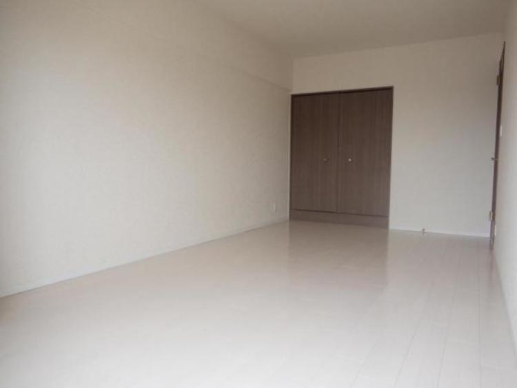 ●9.1帖の主寝室は大きなベッドを置いてもゆとりの広さがありますね!