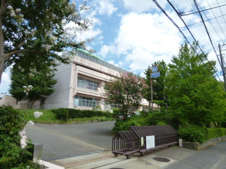 横浜市立中川西中学校 距離約700m