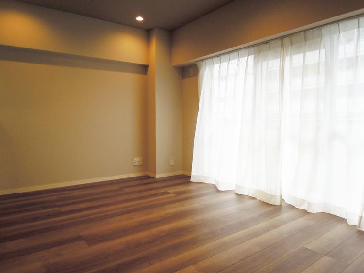 お部屋には、ダウンライトを使用しています。この為、スッキリした天井になっています。