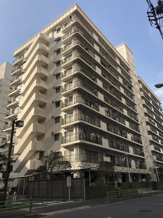 総戸数208戸の大規模マンションシャンボール第2築地です。外壁に彫刻が施されており、ビンテージ間のあるマンションです。