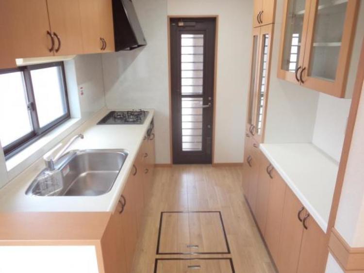 ●床下収納などたっぷりの収納が魅力のキッチンです!